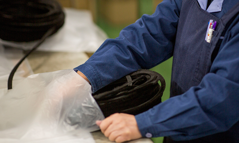 丁寧に梱包いたします。隙間材モヘア・パイルウェザーシールの切売り製品一覧。
