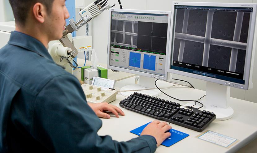 生産工場の技術。網戸防虫網の開発から試験まで。