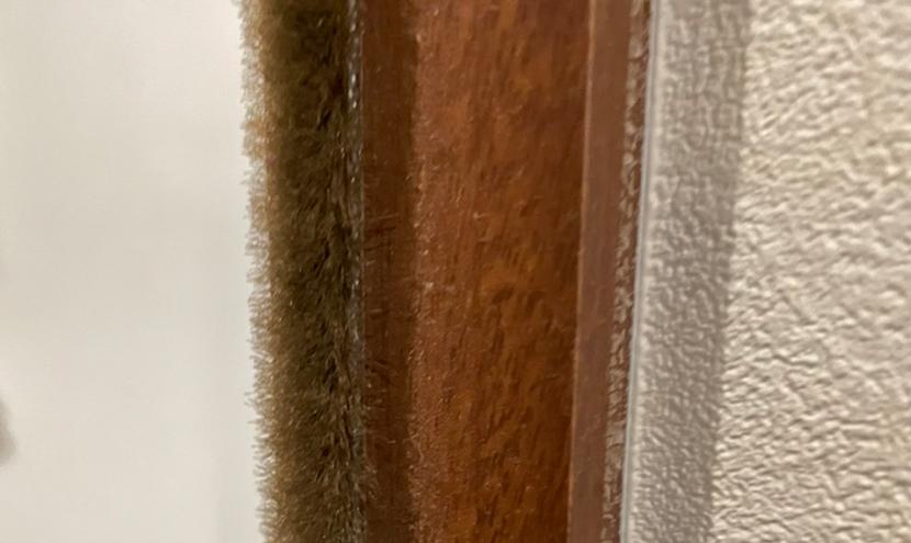 ドアや浴室のすき間風を防ぐモヘアシール・隙間テープ。モヘアは劣化やすり減るので交換しましょう。