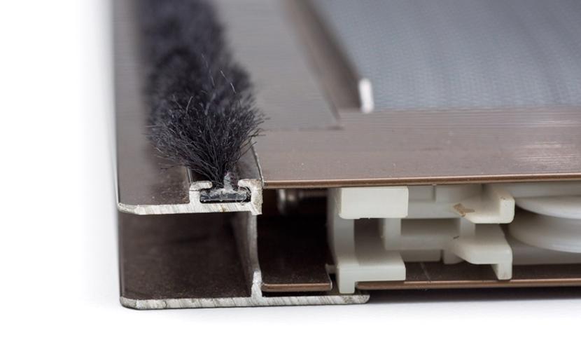 三恵ネットの網戸すき間材モヘア・パイルウェザーシール製品一覧。