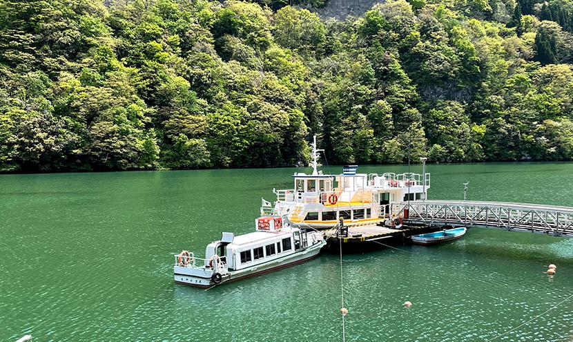 「庄川峡遊覧船」絶景クルーズ、網戸快適ネットからの景色。よく見える網戸快適ネット張り替えなら三恵ネット。