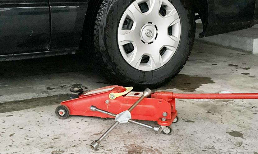 富山県大雪災害に備える(富山市、高岡市、砺波市)。雪道の運転は危険が多く、タイヤパンク修理の恐れがあります。