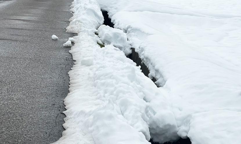 富山県大雪災害に備える(富山市、高岡市、砺波市)。雪道は用水路転落の恐れがあります。