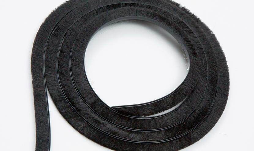 黒色のモヘア色見本。三恵ネットの気密材モヘア・パイルウェザーシールの色について。
