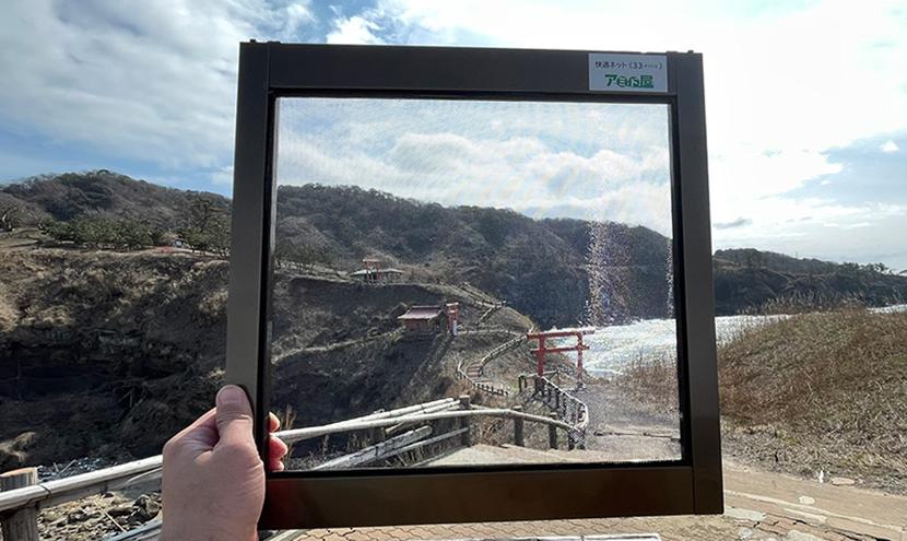 関野鼻海岸の奇岩めぐり。網戸(快適ネット)からの景色。ゼロの焦点ヤセの断崖・義経の舟隠し・関野鼻。